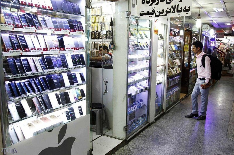 چرا قیمتها در بازار موبایل نمیریزد؟